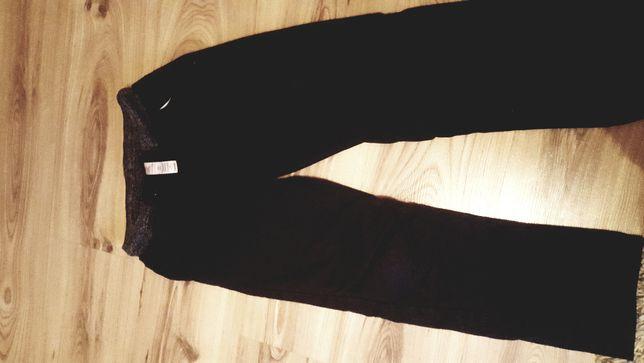 Spodnie r. 135-140