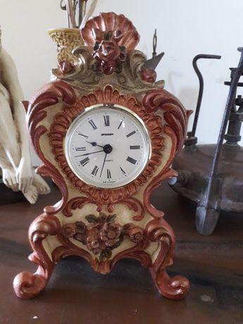 Relógio em marfinite