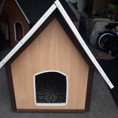 Mała nowa buda dla psa
