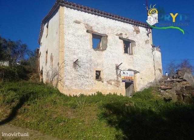 Imóvel rústico em estado de ruína situado a 5 minutos da Vila da Sertã