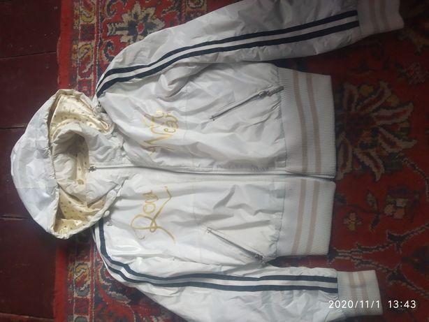 Жіноча куртка розмір S