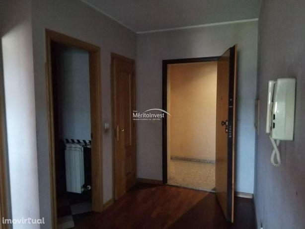 Apartamento T1 em Vermoim, Maia.
