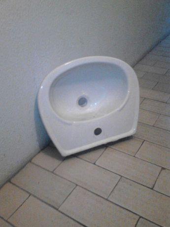 Vendo um pé e um lavatório como novo