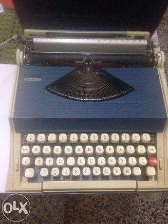 Maquina de escrever Messa 2000s de 1974
