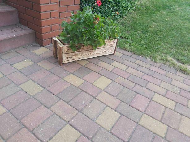Drewniana donica skrzynka ogrodowa na kwiaty opalana