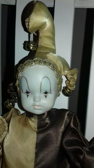 Куколка фарфоровая