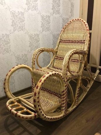 Кресло-качалка ,светильник тарелки продам