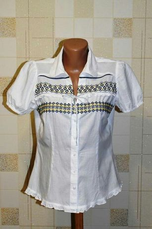 Блузка-вышиванка от george. Вышитая в патриотических цветах Украины.