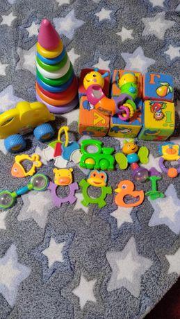 Игрушки погремушки, прорезыватели, кубики,пирамидка, машинка каталка