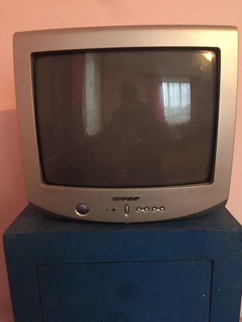2 телевізора маленькі. Hitachi i Sharp.