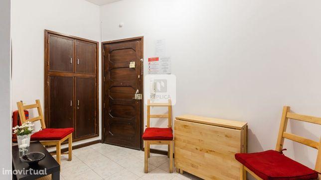 Apartamento T2, Equipado e Mobilado ao Marquês, Porto