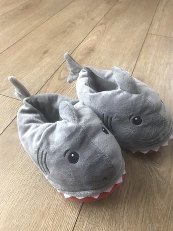 Kapcie rekiny 2-4 lata
