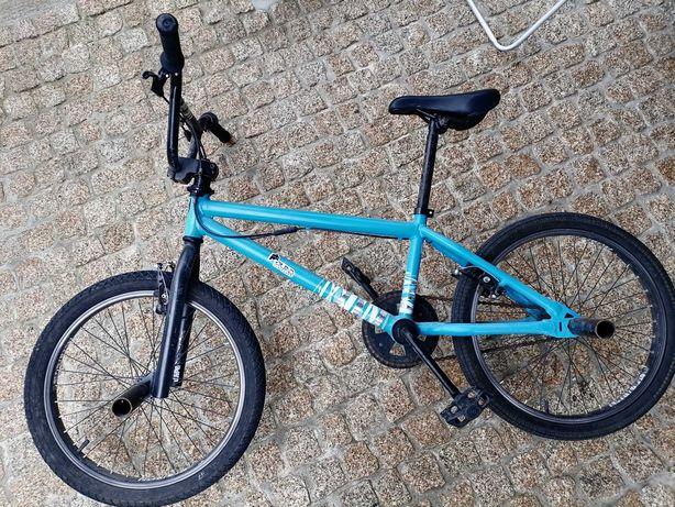 Vendo BMX, pneu 20