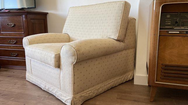 Sofa individual em tecido creme