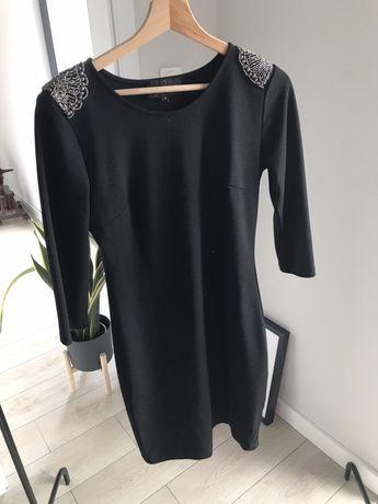 Sukienka z pagonami reserved/mała czarna