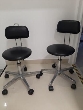 Cadeiras reguláveis manualmente