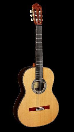 Alhambra Linea Profesional Gitara klasyczna 4/4 + futerał+5kpl strun