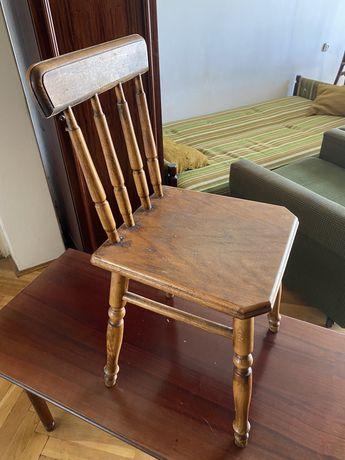 Krzesło drewniane.