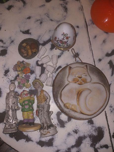 Wykopaliska strychowe różne przedmioty porcelanowe