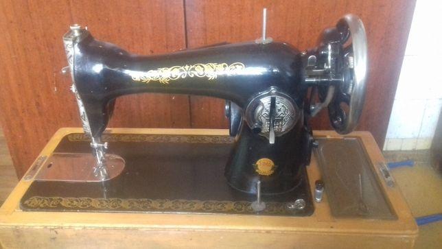Швейная машинка Подольск с ножным электроприводом