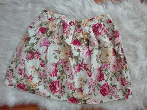 Rozkoloszowana spódnica w kwiaty