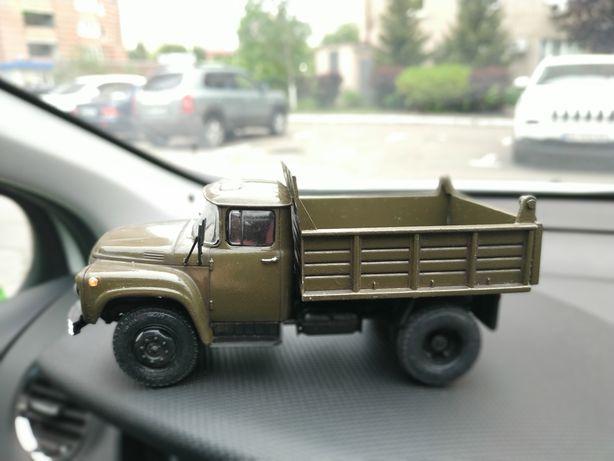 Собранные коллекционные модели автомобилей и техники, масштаб 1/43