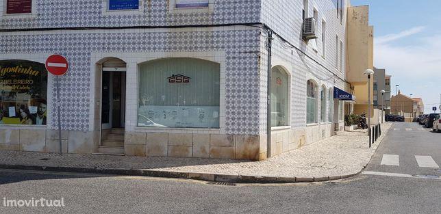 Loja S. Pedro do Estoril junto estação c.p