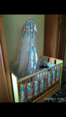 Детская кроватка с матрасом и балдахином