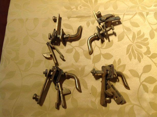 Conjunto de 4 Aldabras / Puxadores antigos vintage