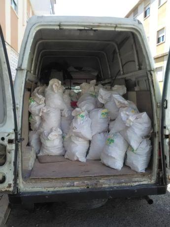 Recolha de entulho de obras, resíduos urbanos em carrinhas e contentor