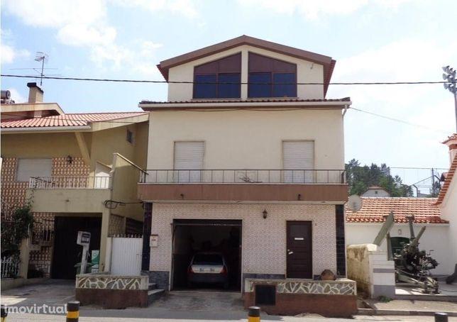 Apartamento T2 com terraço e churrasqueira, centro Arganil (V665PL)