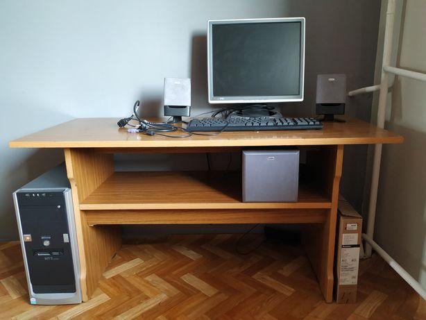 Komputer stacjonarny, monitor klawiatura głośniki
