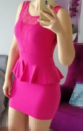 Sukienka baskinka różowa z koronką