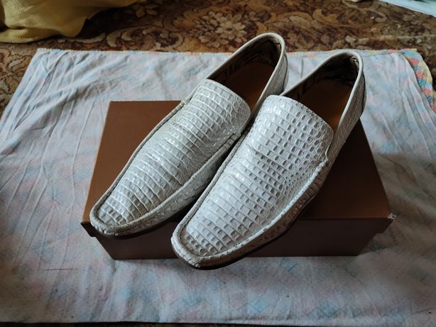 Продам винтажные белые кожаные под крокодил туфли Futcic 42 размера
