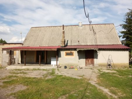 Dom jednorodzinny z trzema budynkami gospodarczymi. Działka 3600m