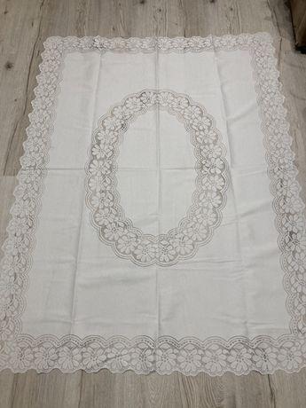 Duży, biały haftowany obrus