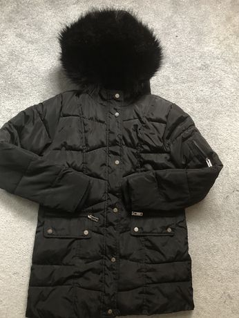 Czarna kurtka z kapturem i futerkiem Primark 152