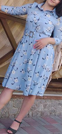 Платье с цветами голубого цвета