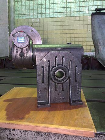 Мотор-редуктор червячный двухступенчатый. STM