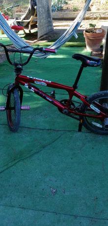 BMX com pesseiras frente e trás