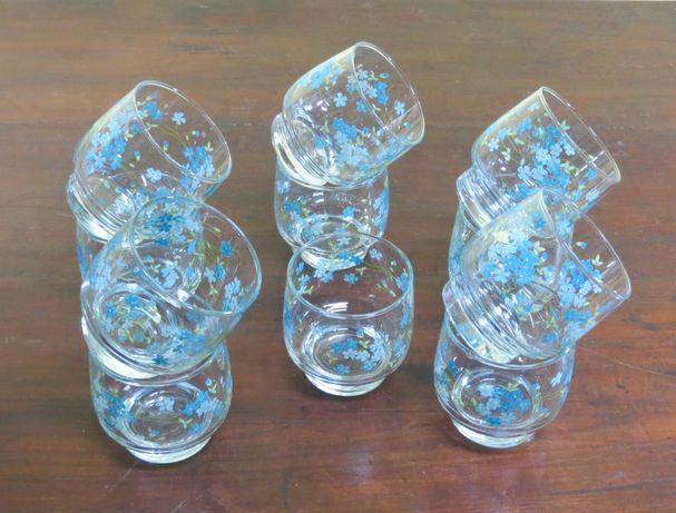 Copos 11 vidro com flores em Esmalte; Altura-8cm; Diâmetro-7cm;