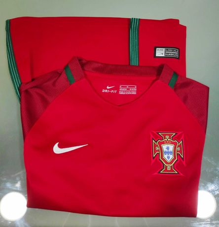 "Camisola ""Portugal"". Tam 10/12 anos"