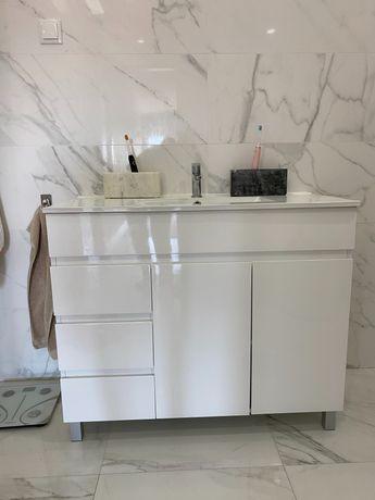 Móvel de casa de banho c/ lavatório  e torneira, base duche e cabine