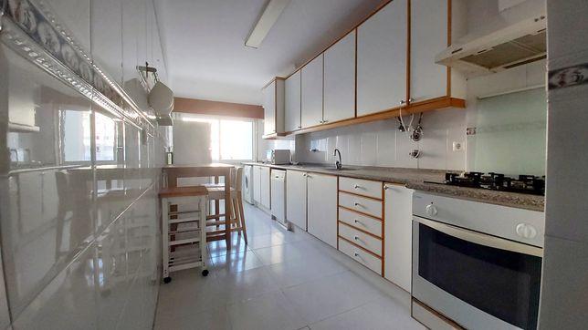 Fantástico apartamento na Cavaleira com suite!