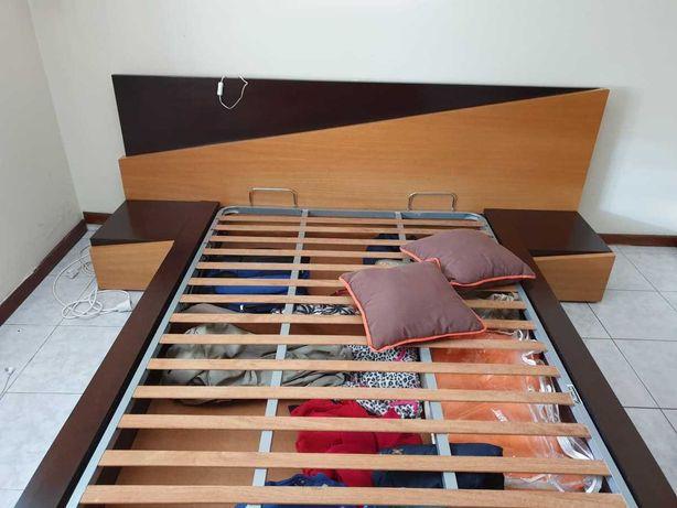 Vendo cama de casal + mesas de cabeceira + móvel decorativo