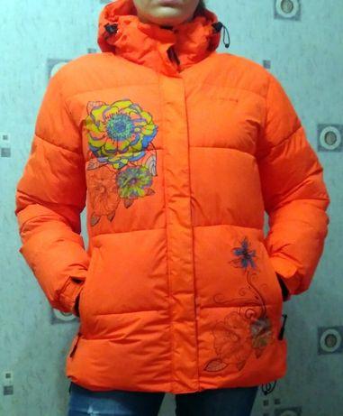 Зимняя куртка-пуховик женская
