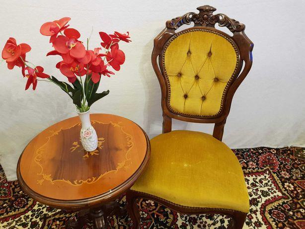 Stare zabytkowe krzesło