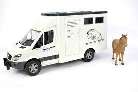 BRUDER 02533 Samochód Mercedes Benz do przew. koni