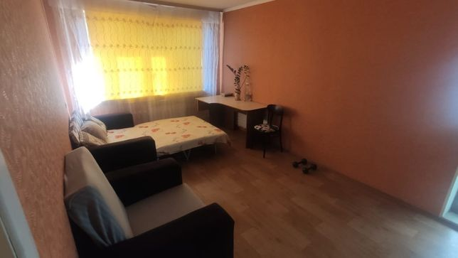 сдам комнату в двухкомнатной квартире 1800 + 50% коммунальные услуги