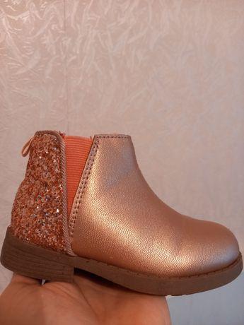 Ботинки на девочку 23 разм